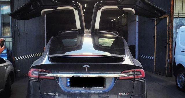 Діагностика та ремонт Tesla Model X