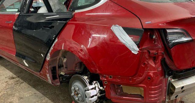 Кузовний ремонт Tesla Model 3, встановлення європейської навігації